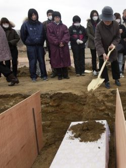 Dirt shoveled on casket website pic